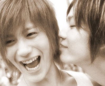 AKame♥ whispers..I wonder what was it about..